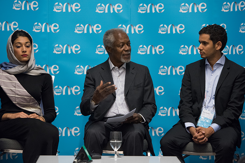 Mr Kofi Annan in discussion with Extrememly Together Young Leaders Mimoun Berrissoun and Hajer Sharief