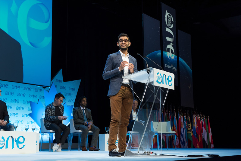 Rogerio Malveira Barreto talking at an OYW summit
